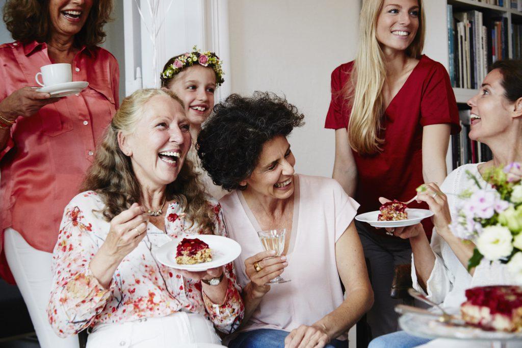Przyjęcie w rodzinnym gronie – jak je zorganizować, żeby mieć czas dla gości?